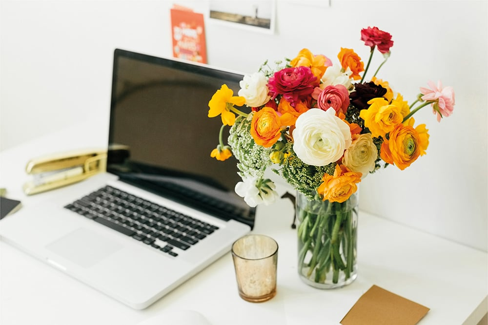The Benefits of Flowers in the Workplace